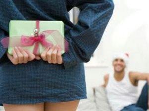 Який подарунок порадувати хлопцеві?