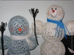 Як зробити снігову людину (з ниток)