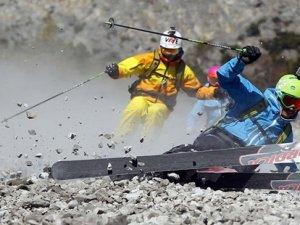 На лижах по камінню (Відео)