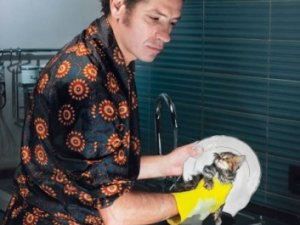 Як приготувати рідину для миття посуду своїми руками?