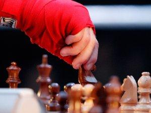 Існує такий вид спорту: шахбокс - комбінація шахів та боксу
