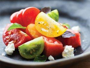 Салат з помідор і кавуна