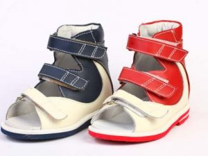 Ортопедичне взуття для дітей.
