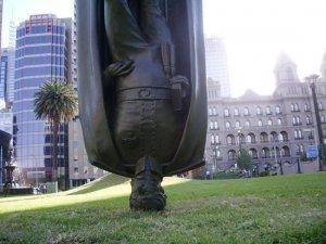 У Мельбурні є перевернутий пам'ятник(+ відео)