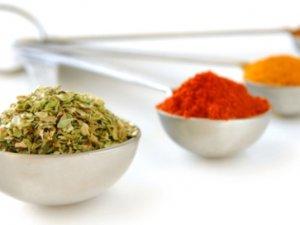 Спеції допоможуть зменшити шкоду від жирної їжі