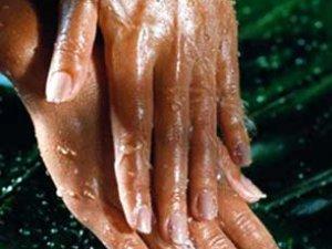 Дешевий рецепт догляду за руками