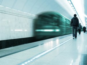 Що робити, якщо ти впав на рейки в метро?