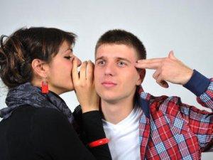 Чому в стресовій ситуації жінка багато говорить, а чоловік мовчить?