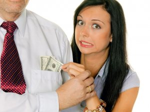 Як себе вести, коли з вас тягнуть гроші